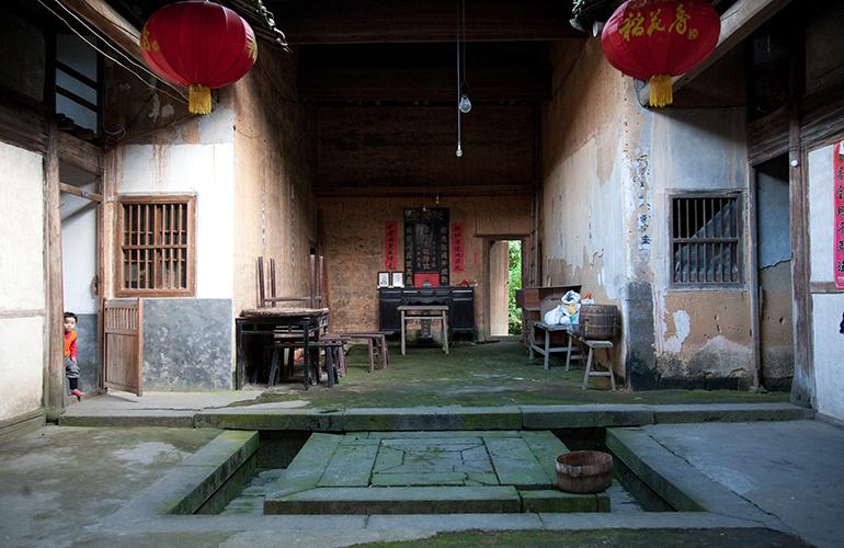 Een kleine nederzetting van de bamboocutters, verborgen in de bamboeheuvels.
