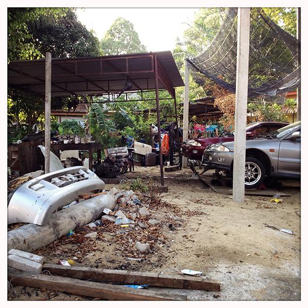 De garage op ons eiland, allemaal heel erg  De garage op ons eiland, allemaal heel erg jugaad: http://focusadvertising.wordpress.com/2013/03/20/trending-jugaad-door-herman-konings/
