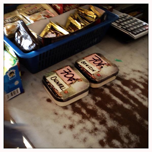 Convenience in Maleisië: De dorpswinkels verkopen ook sigaretten per stuk, handig voor de twijfelende roker.