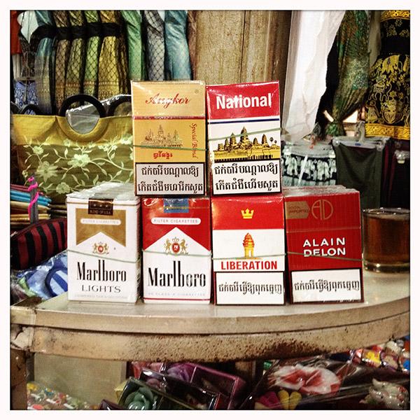 Cambodja - Alain Delon heeft hier zijn eigen sigaretten